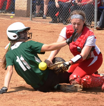 Lady Hornets fall to Holy Redeemer, 3-2